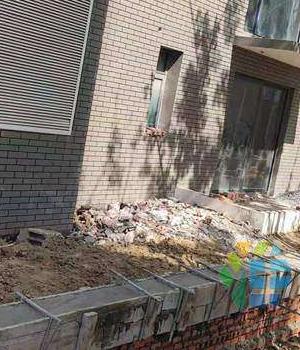 玖珑湾诚品四号楼101的违建如此明目张胆?