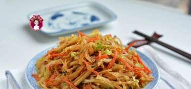 素炒饼:饭菜一锅出,即使不放肉也能让人胃