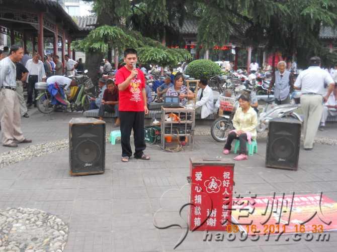 残疾人街头唱歌 募捐 正常演出还是职业乞讨图片