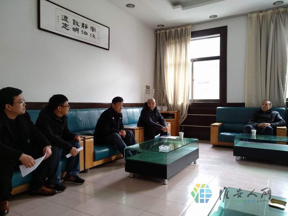 区老促会、扶贫协会领导为楚州中学49名高三学子送温暖4.jpg