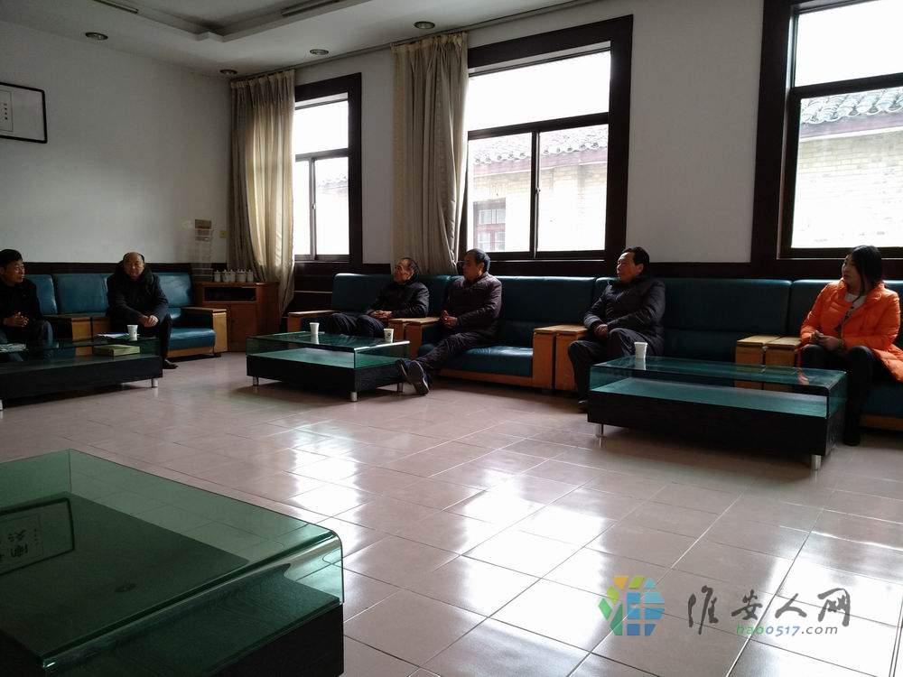 区老促会、扶贫协会领导为楚州中学49名高三学子送温暖3.jpg