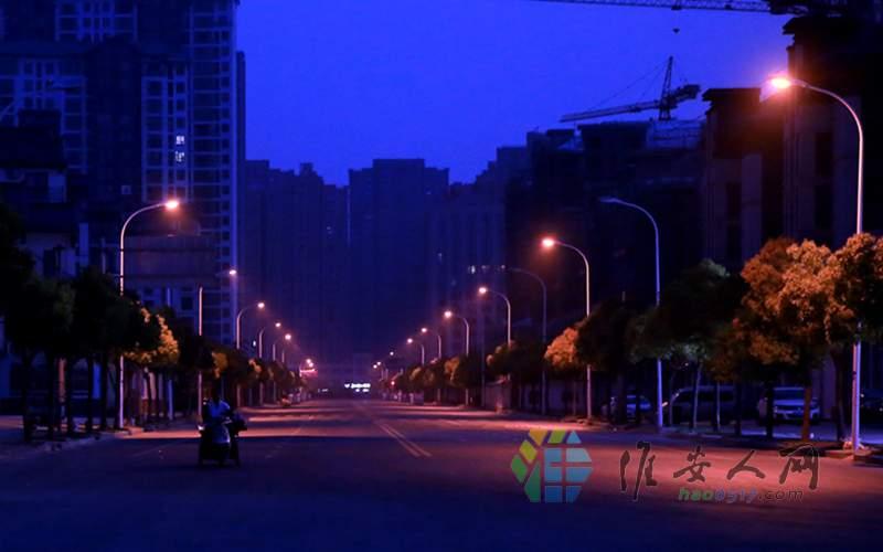 6 零晨五点不到街上还没行人 武师傅就出发了2.jpg