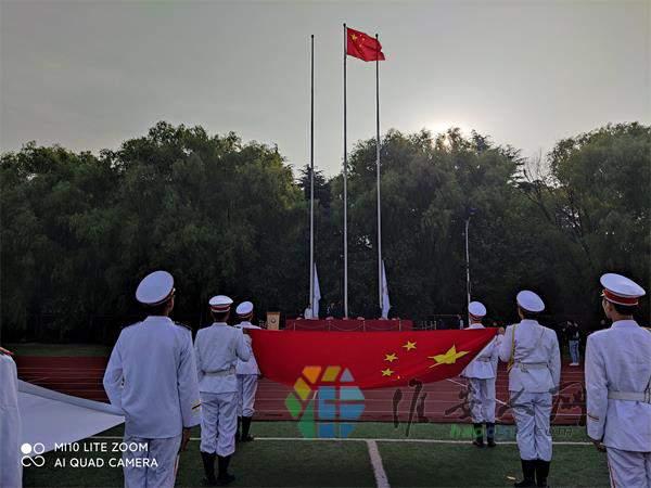 13升国旗奏国歌.jpg