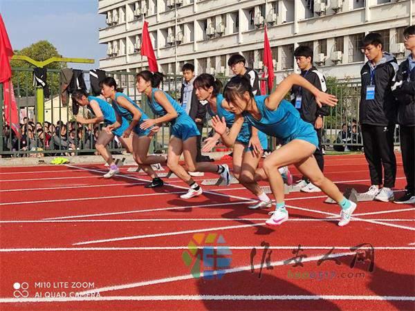 24高三体育训练队女运动员100米项目表演.jpg