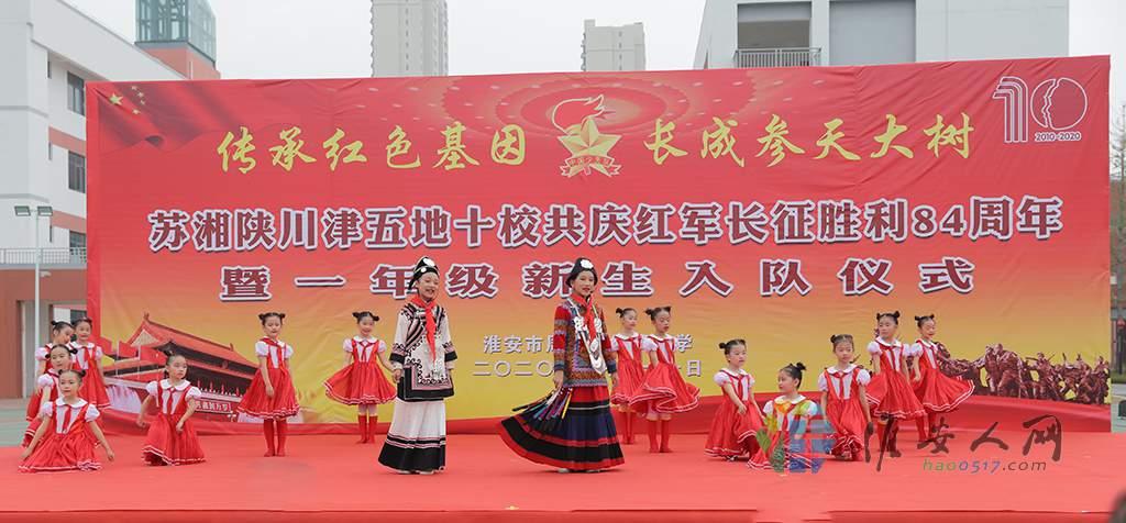四川省凉山州会东县第五小学带来的彝族歌曲表演《祖国之子》 (2).JPG