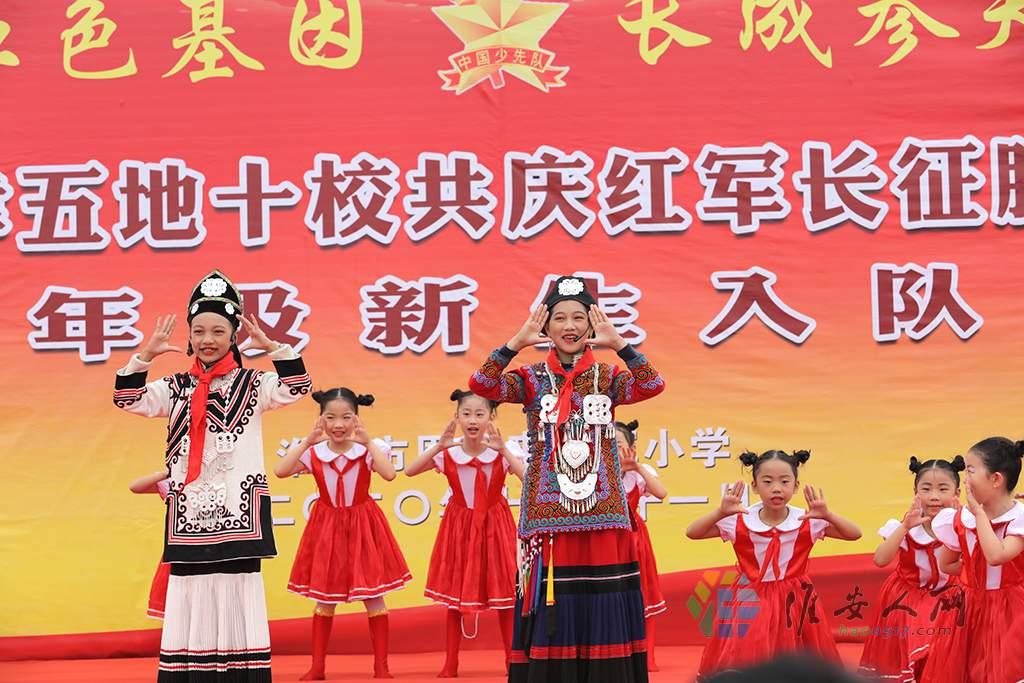 四川省凉山州会东县第五小学带来的彝族歌曲表演《祖国之子》.JPG