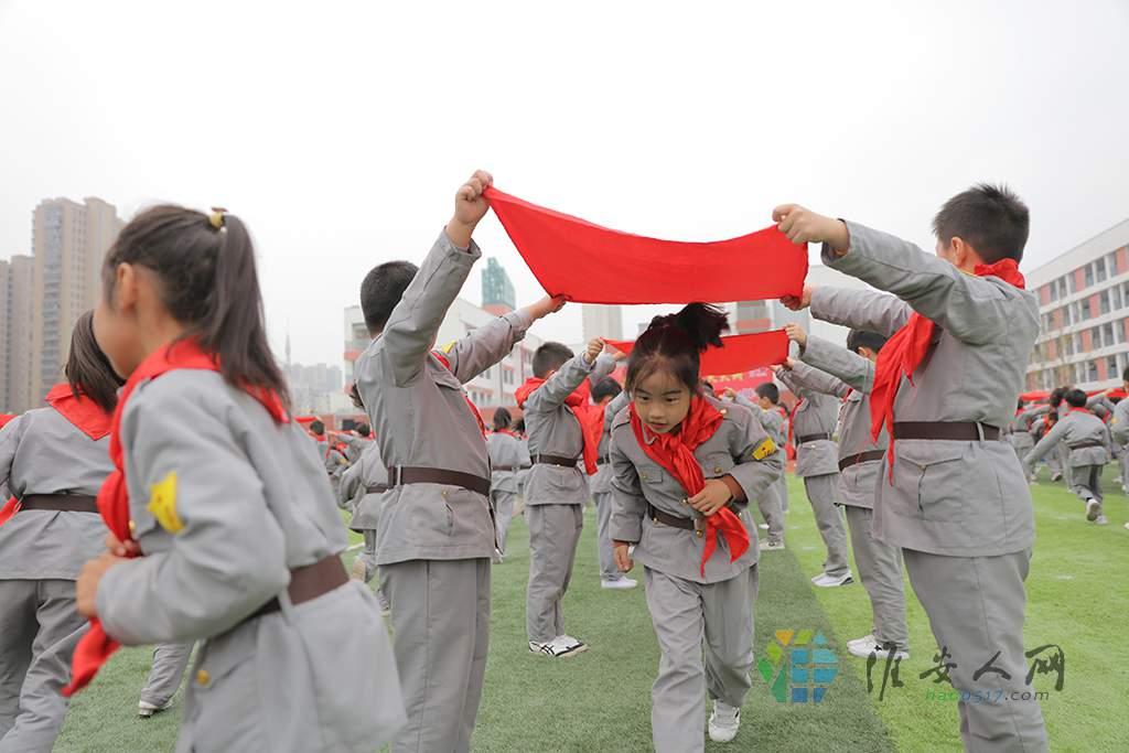 五地十校共同表演的特色课间操《星火相传》 (2).JPG